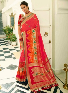 Banarasi Silk Saree With Zari Weaving And Contrast Heavy Blouse Piece