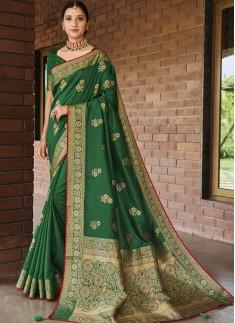 Decent Look Soft Silk Saree With Diamond Work