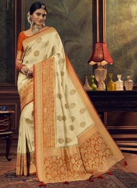 Elegant Look Silk Saree With Unique Diamond Work And Contrast Blouse Piece
