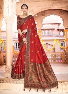 Elegant Soft Silk Saree With Weawing Butaa And Cotrast Heavy Blouse Piece